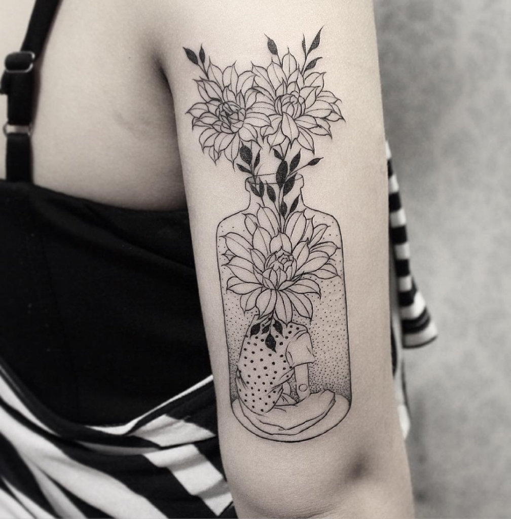 #tattoo #black #white #girl #flowers фотография Gerda