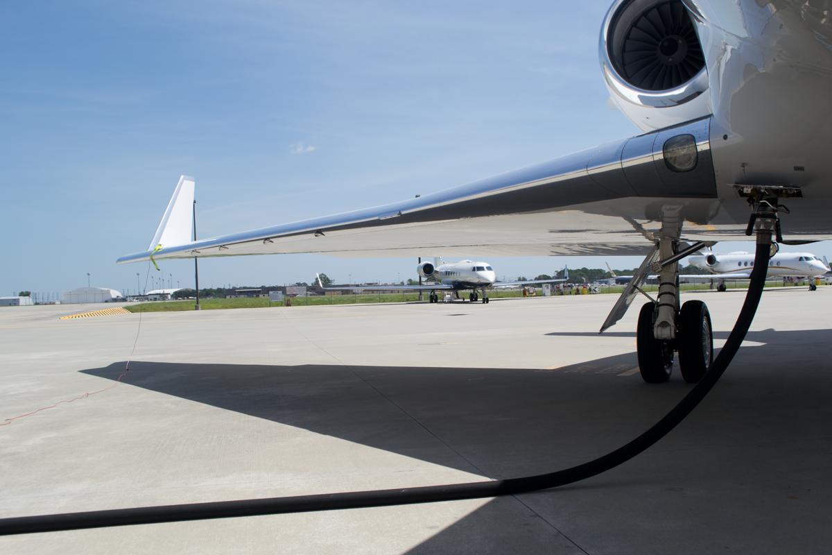 Заправка Гольфстрим G550, самолет аэропортджет foto Alexander