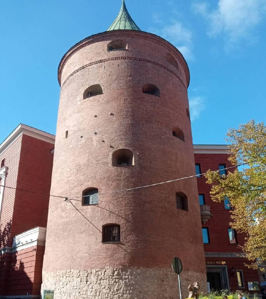 Пороховая башня в старом городе в Риге photo Iveta