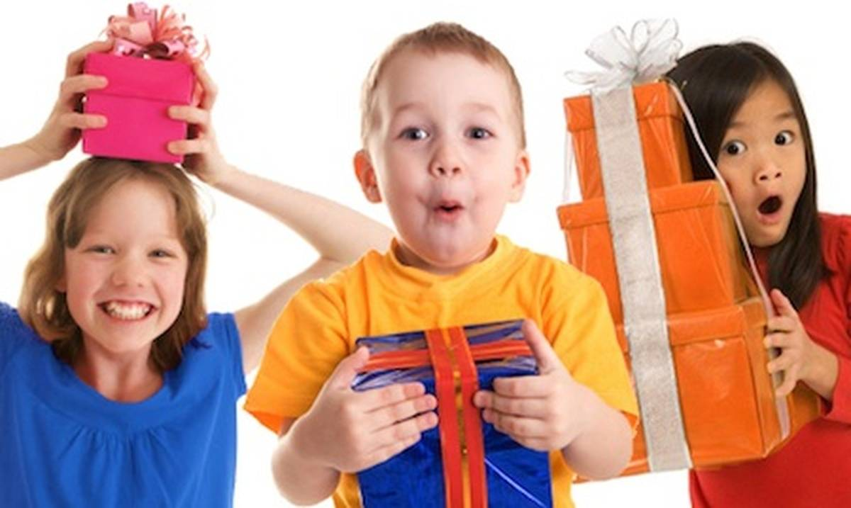 Дорогие мамы! Кто хочет поучаствовать? Подарки детям на Новый год. Замечательная идея флешмоба. Предлагаю и вам: сделайте подарок одному ребенку, и ваш ребенок в ответ получит по почте 36 подарков о.. photo Юлия