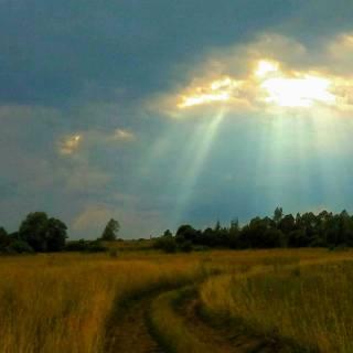 Фотография Sergei: лучи солнца сквозь грозовые тучи