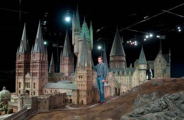 Замок Хогвартс со съемок Гарри Поттера фотографія Before and after