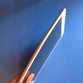Фотография Мастер: Это тот же самый Apple iPad Air с прошлой фотографии. Внутренний дисплей треснул из-за данного изгиба корпуса. Всплывает вопрос, видел ли кто-нибудь подобное, после того как кинуть iPad об стену? Ве..