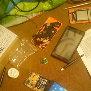 Фотография Мастер: Разобранный LG Nexus 5 16GB Black. Стекло отклеено успешно. Осталось дождаться как придет новое.