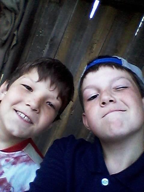 С братом фотография