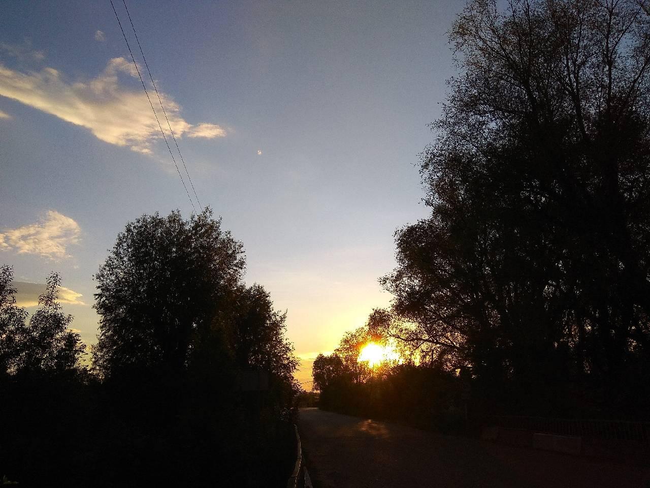 Вечірній захід весняного сонця фотография Svjeta