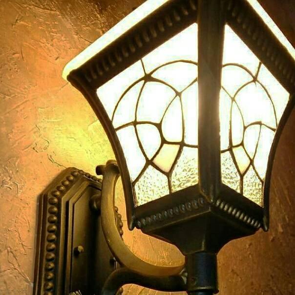 #streetlamp #фонарь #улица #свет #дом #стена photo Luba