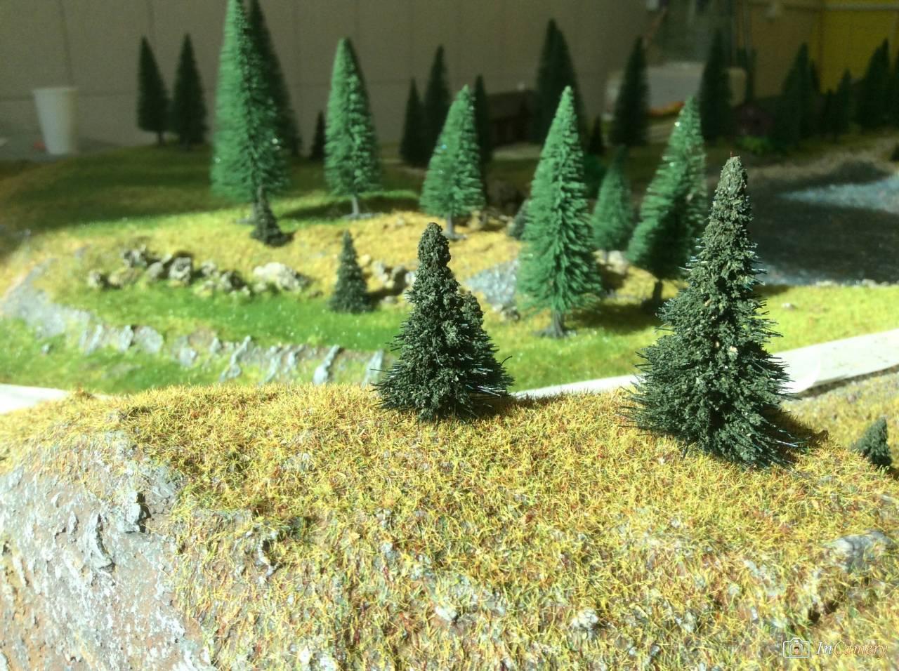 #елка на #макете #трава #камни photo Vadim